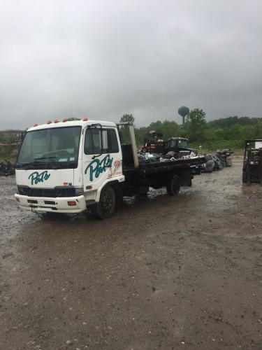 Nissan Ud tow year 2004 serie 2300automati - Imagen 2